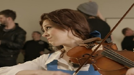 Người đẹp ''Beauty and the Beast'' quậy tưng thế giới hiện đại bằng violin