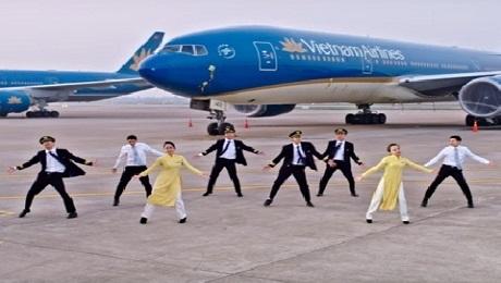 Tiếp viên, phi công Vietnam Airlines nhảy ''Bống bống bang bang'' cực chất