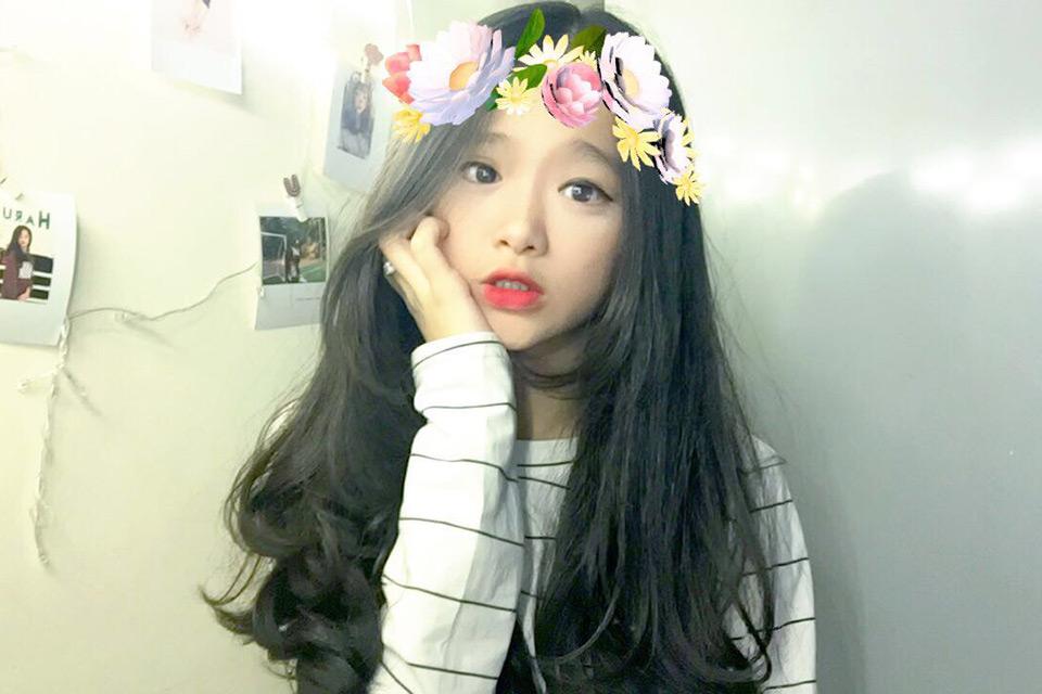 Hot girl Linh Ka khiến cư dân mạng bỡ ngỡ với giọng hát trong trẻo trong bản cover ''Ánh nắng của em''