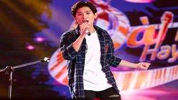 Hot boy 16 tuổi Đoàn Thế Lân vừa đánh guitar vừa hát ''Mình yêu nhau bình yên thôi'' siêu hay