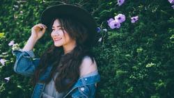 Hòa Minzy dịu dàng với bản cover ''Cô dâu''